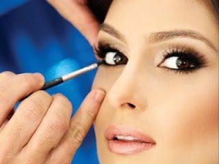 Como fazer a maquiagem na área dos olhos durar mais