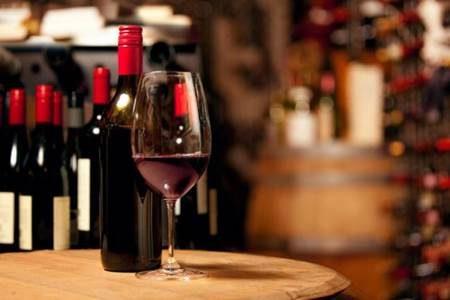 Beber vinho com moderação também é prejudicial