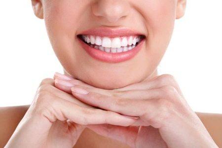 Dentes brancos com simples truques caseiros