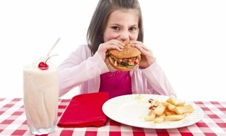 Como proteger as crianças do excesso de sódio