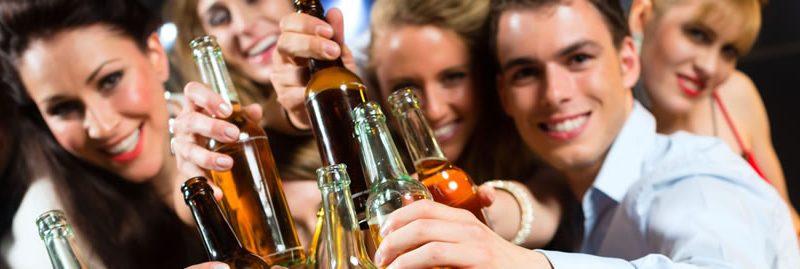 Segundo estudo, trabalhar em excesso pode levar ao alcoolismo