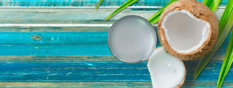 13 benefícios da água de coco que você não conhecia